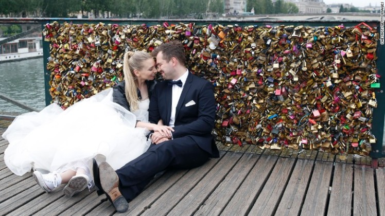 150601110052-restricted-03-paris-locks-0601-exlarge-169